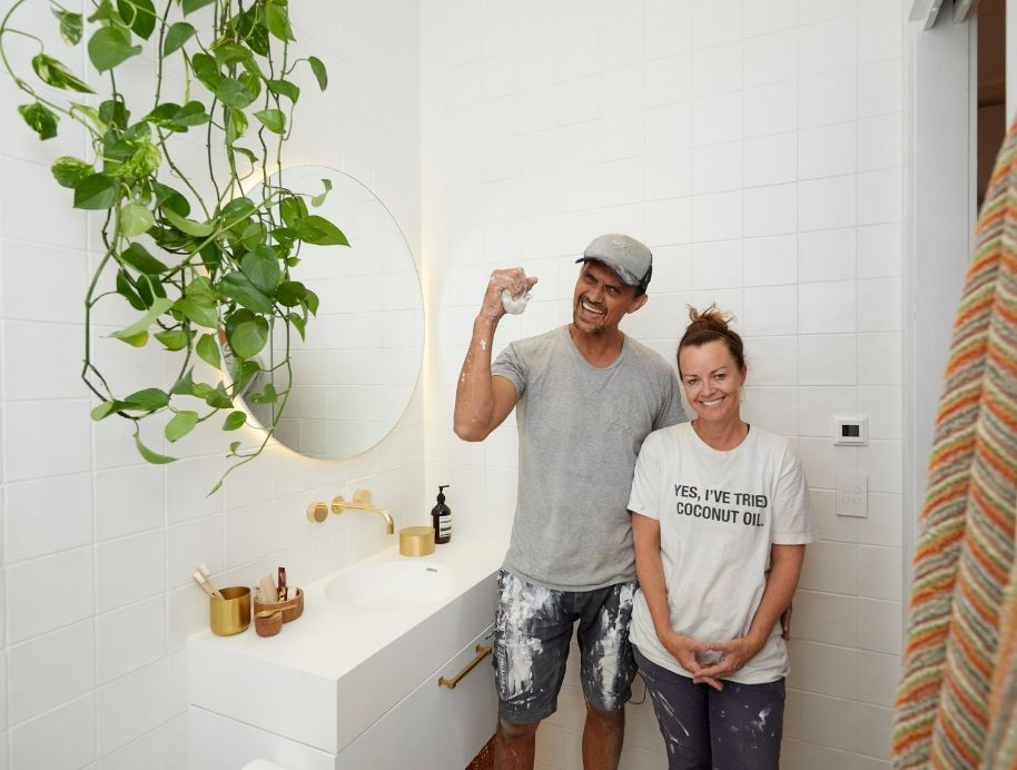 Deb and Andy Ensuite Wk 1 - The Block