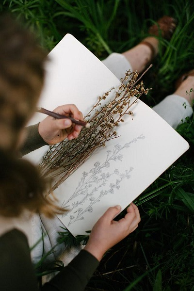 Simple and beautiful kraft journals, available through Vines of the Wild. Photo credit: Laura Mahony Photography