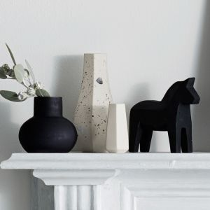 Bulb Vase Orb   Black Frost   By Zakkia