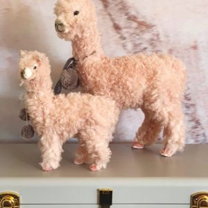 Llama Shelf Decor | Large | Pink