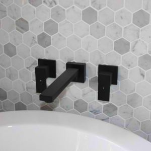 Matte Black Spout | 180-degree swivel