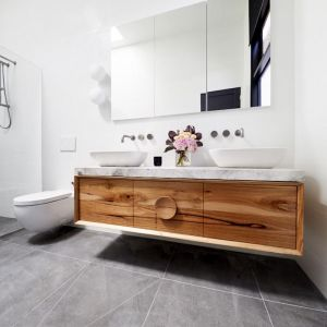 Bianca and Carla's Master Ensuite