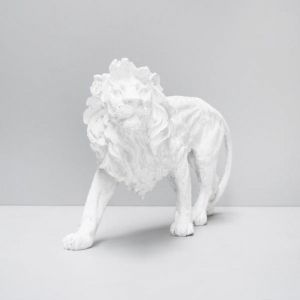 Walking Lion | White