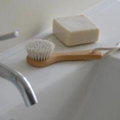 Face brush   Beechwood handle