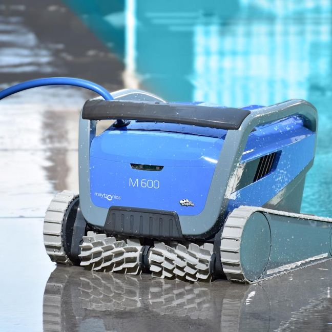 Dolphin M600   Pool Cleaner