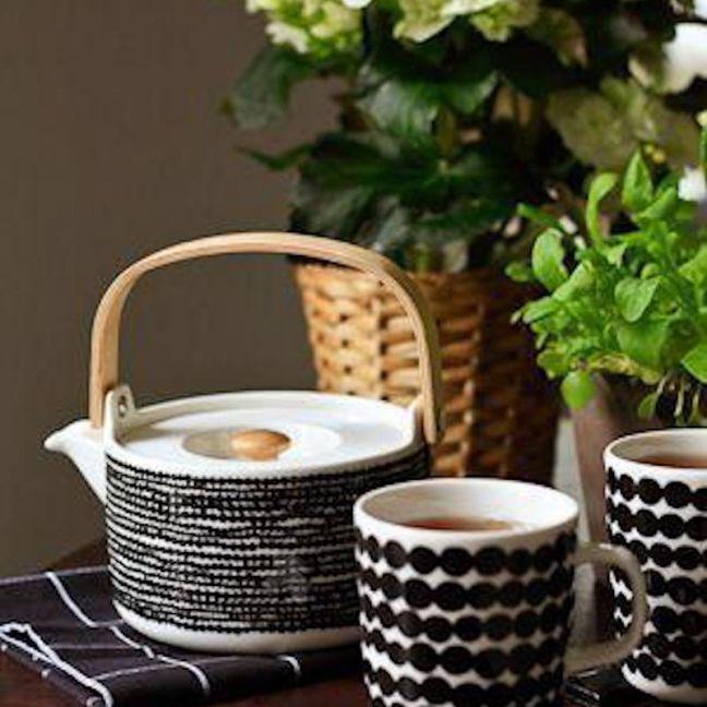 Marimekko Siirtolapuutarha Teapot and Mug Set